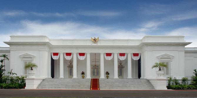 Tony Rosyid: Bau Istana Yang Menyengat