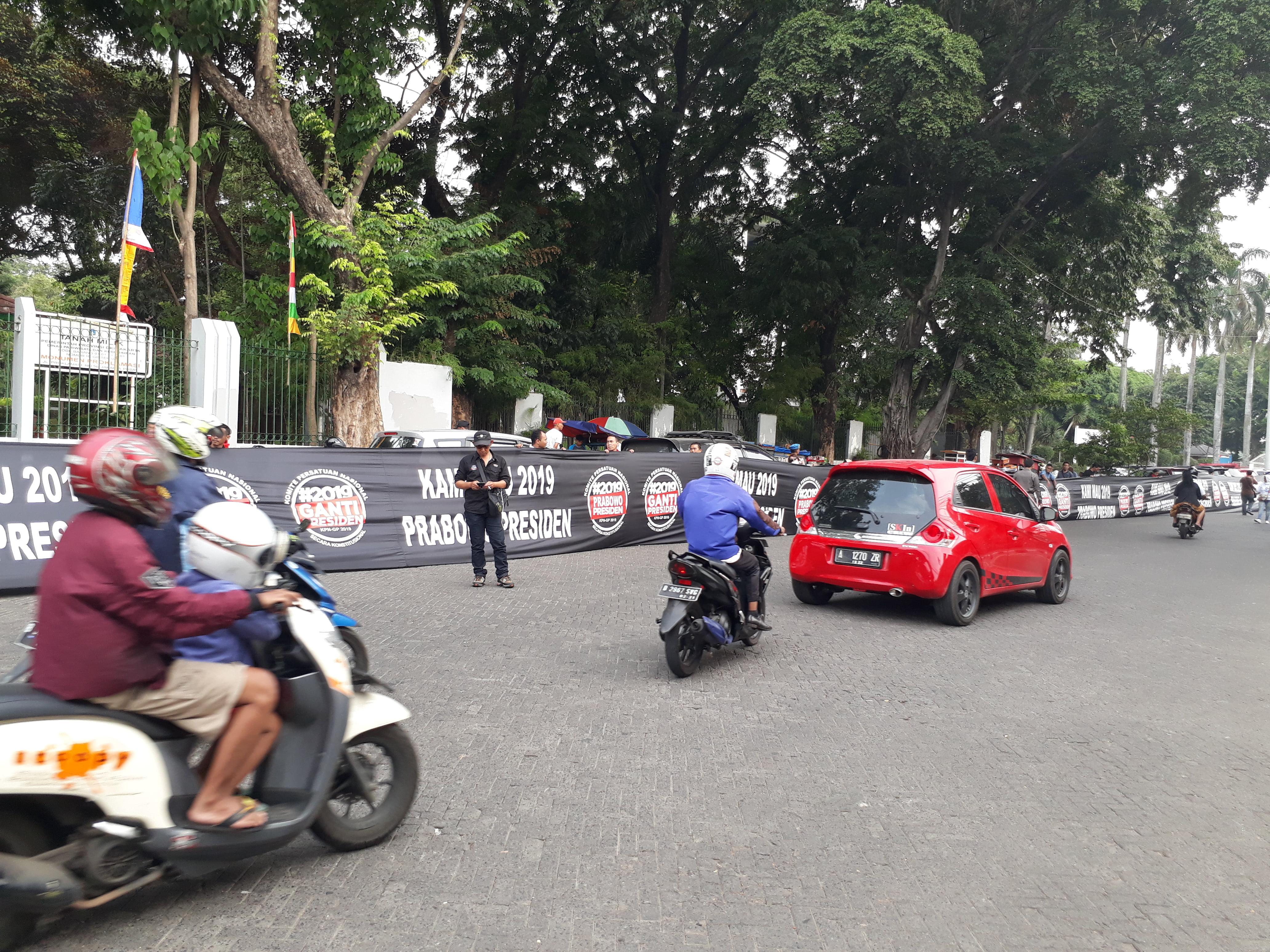 Spanduk Raksasa 100 Meter, Nyatakan Dukungan Terhadap Prabowo
