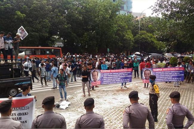 Massa Desak KPK Usut Peran Wakil Ketua DPR di Korupsi DAK Kebumen