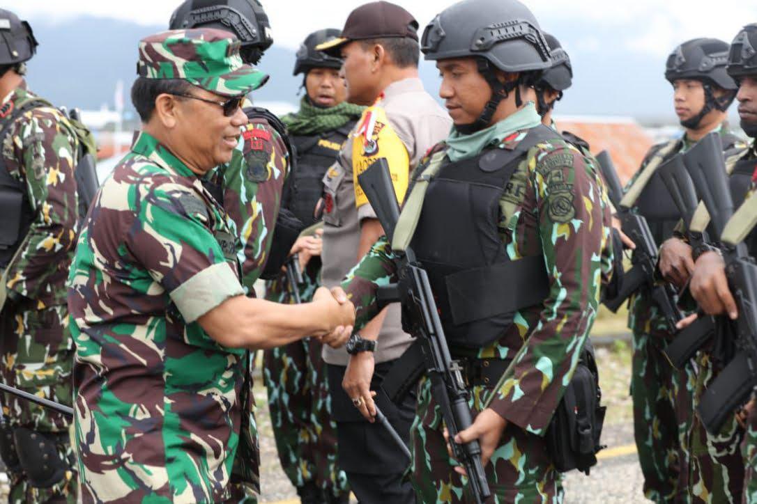 Pangdam dan Kapolda Tinjau Langsung Pemungutan Suara Ulang di Kabupaten Deiyai