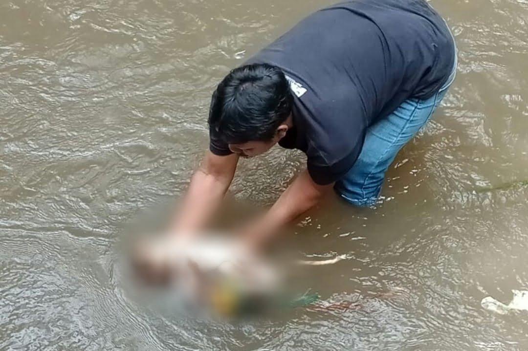 Temukan Jasad Bayi Laki - Laki Mengapung di Sungai Saat Mancing