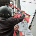 Bawaslu Brebes Tertibkan APK Parpol dan Caleg Pemilu 2019