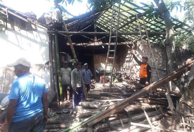 Angin Kencang Terjang Rumah Warga Desa Bayeman
