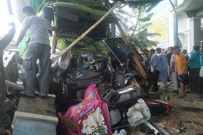 Truk Diduga Rem Blong Saat Turuni Fly Over Kretek, 4 Orang Meninggal