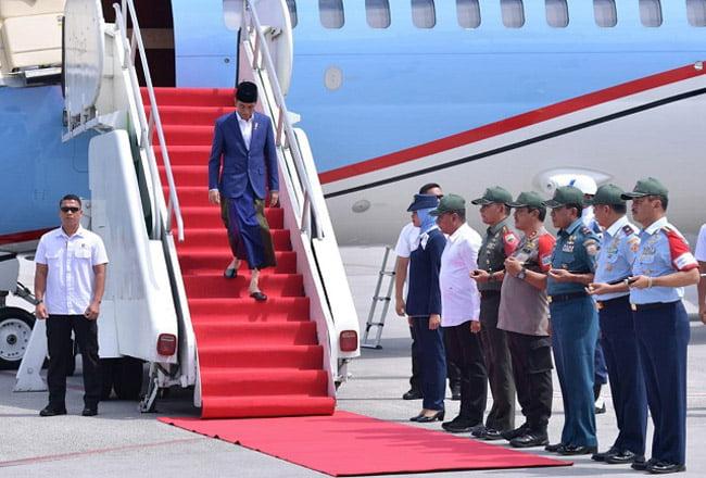 Tiba di Kualanamu, Presiden Silaturahmi Dengan Tuan Guru Babussalam