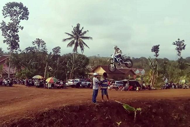 Motocross and Grastrack Jawa Bali 2018 Trophy Ketua DPRD Banyuwangi
