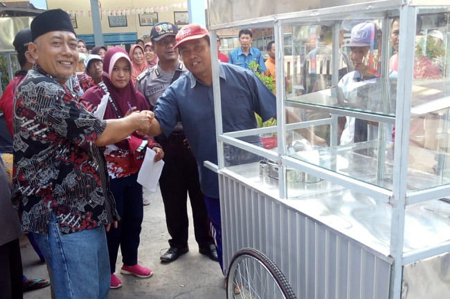 30 Warga Panji Lor Dapat Bantuan Rombong Dari Dinsos Jawa Timur