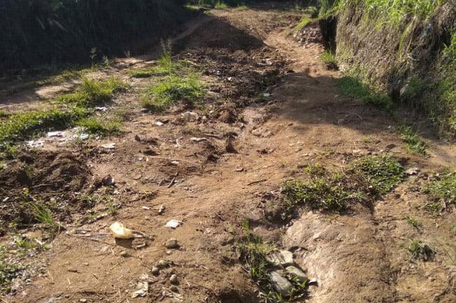 Warga Keluhkan Jalan Lingkar Antar Jorong Nagari Gumarang