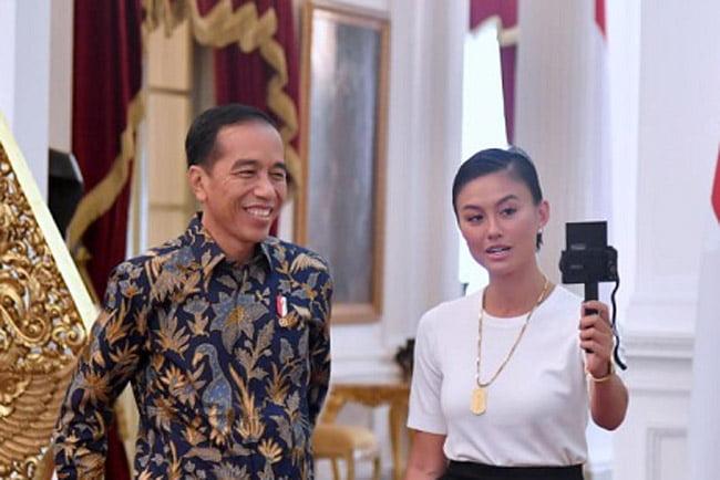 Agnez Mo Ngevlog Bareng Jokowi di Istana