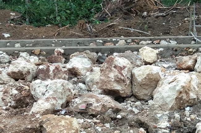 Fondasi Spesifikasi Material Batu Gunung, Diduga Dicampur Batu Kapur