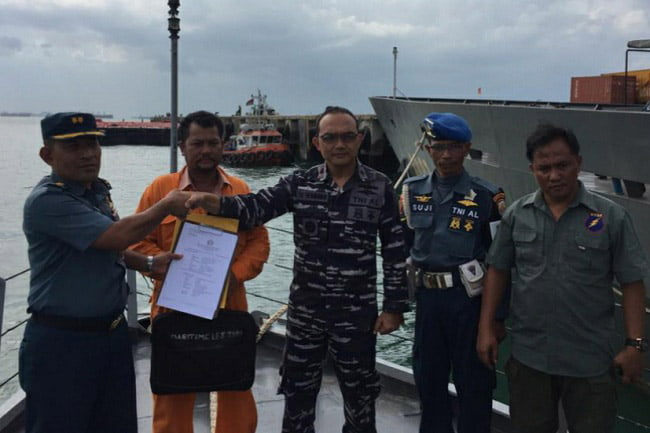 KRI Clurit 641 Tangkap Kapal Tanpa Dokumen Import Barang