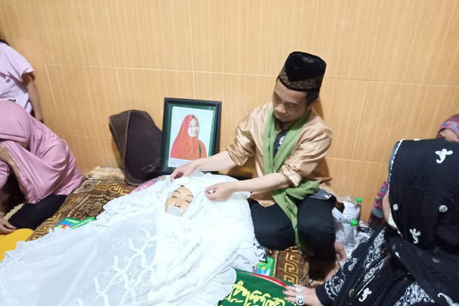 Istri Ustad Maulana Akan Dimakamkan di Pekuburan Arab