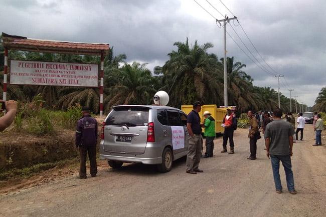 Warga Musi Banyuasin Blokir Akses Jalan PT Guthtrie Picconina Indonesia