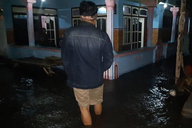Banjir Rob di Dusun Pesisir, 9 Tenggelam 12 Rumah Tergenang Air