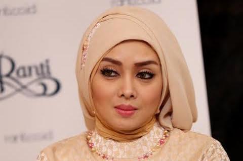 Terry Putri, Artis Hijrah Meriahkan Pameran Pendidikan Islam di JIC
