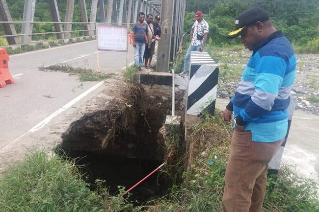 Bupati Manokwari Selatan Keluhkan Kerusakan Jembatan Kali Mati
