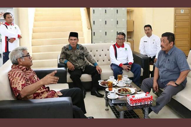 Baharuddin Aritonang Sumbangkan Buku ke Perpustakaan Tapanuli Selatan