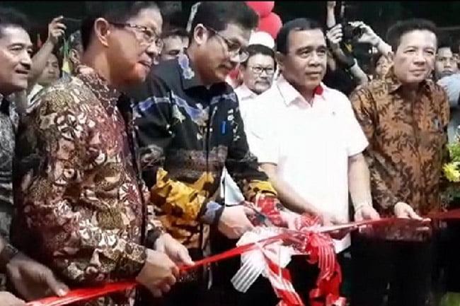 Wakil Walikota Jakbar Resmikan GOR Milik Warga RW 15 TPL