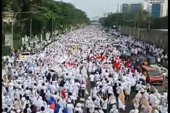 Jalan Sehat Relawan Roemah Djoeang Prabowo Sandi Putihkan Jakarta