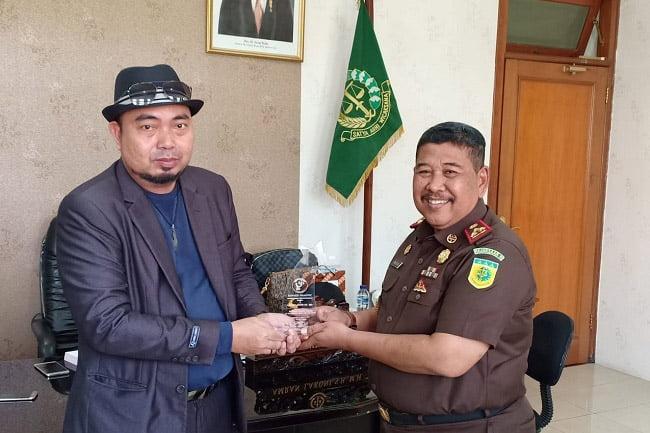 Kajari Kota Malang Terima Penghargaan Phasivic Award