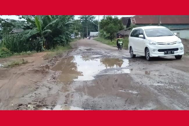 Masyarakat Pengabuan Minta Pertamina dan Pemkab PALI Perbaiki Jalan