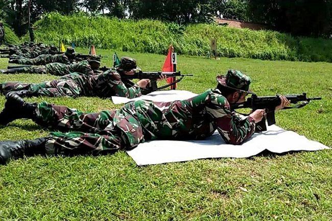 Prajurit Korem 071/Wijayakusuma Gelar Latihan Menembak