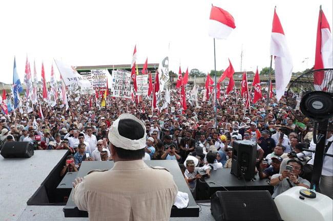 Prabowo Bangga Spanduk Pendukungnya dari Karung Beras