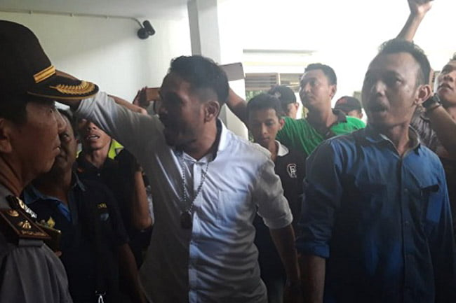 Gedung DPRD Banyuwangi Ricuh Saat Rapat Kerja Soal Tambang Emas