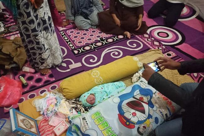 Bayi Perempuan Berusia Satu Hari Diletakkan di Kantong Hitam
