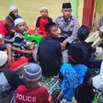 Kanit Binmas Polsek Wakotumba Ajar 30 Anak di Buton Utara Mengaji
