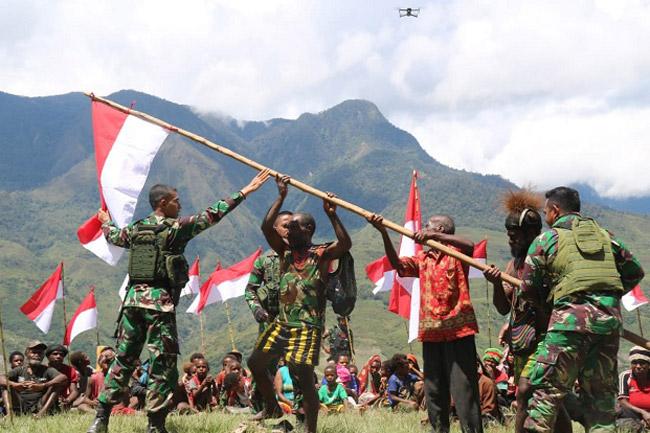 Warga Puncak Jaya Serahkan Alat Perang, Deklarasi Setia NKRI