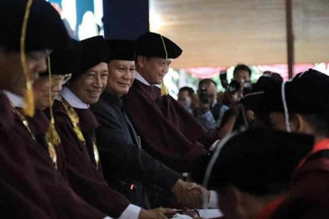 Prabowo Hadiri Wisuda UKRI: Kalian Harus Jadi Manusia Yang Terhormat