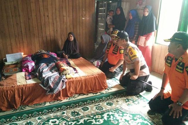 Kapolres Muna Melayat Anggota Basarnas Sultra Yang Meninggal Pada Misi Evakuasi