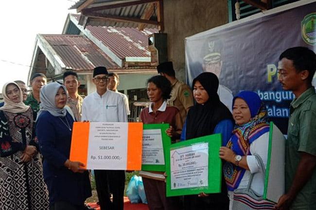 Korban Kebakaran di Talang Jawa Terima Berbagai Sumbangan