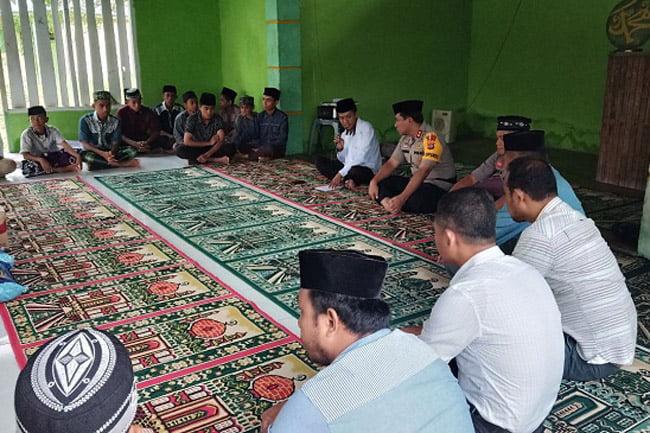 Safari Ramadhan Intelkam Polres Muna Sambangi Ponpes di Labunti