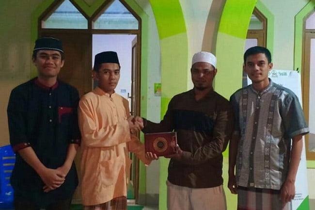 LKA MPM UINAM Wakafkan 1000 Al-Qur'an di NTT dan Bulukumba