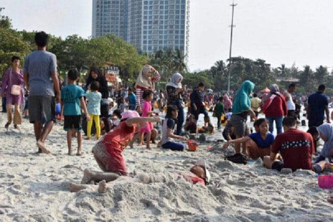 Lebih Dari 100 Ribu Pengunjung Berwisata di Ancol Taman Impian
