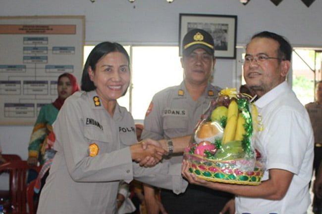 Anggota Polres Jakarta Barat Temui Korban Kerusuhan 21-22 Mei 2019