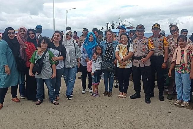 Bhayangkari Polda Sultra Kunjungi Sejumlah Destinasi Wisata di Muna