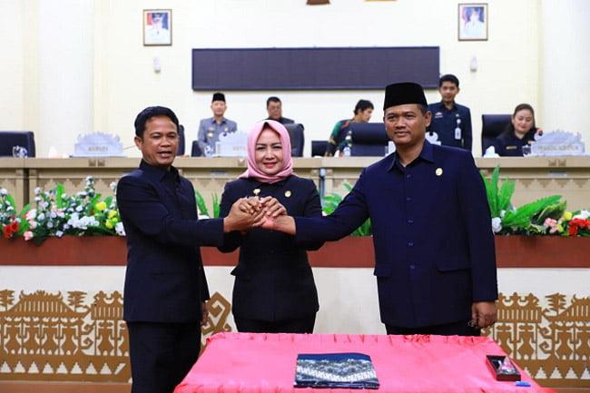 Bupati Tulangbawang Hadiri Rapat Paripurna Pengesahan RAPDP