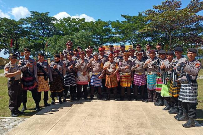 Anggota Polres Muna Ikut Karnaval, Siap AmankanHUT Muna