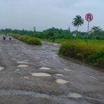 Jalan Kawasan Ekonomi Khusus Kabupaten Sorong Rusak Parah