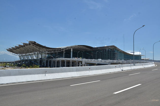 Air Asia Landing Perdana di Bandara Kertajati