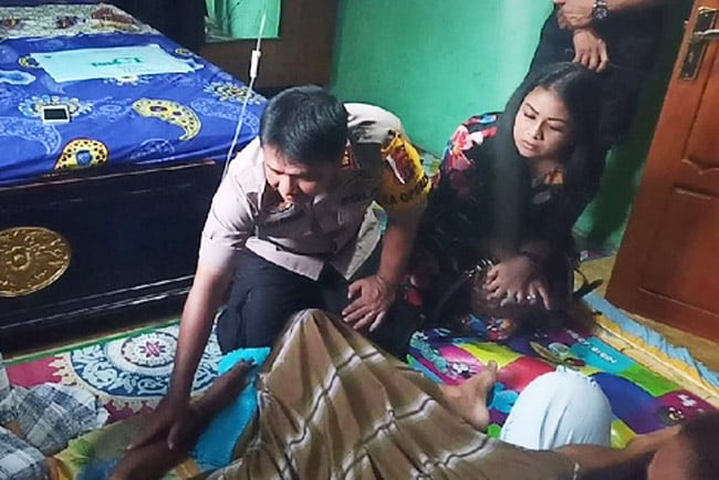 Kapolres Muna dan Istri Berikan Tali Asih ke Keluarga Aipda Arif