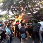 Unjuk Rasa di Cianjur Berakhir Ricuh, Tiga Polisi Terbakar