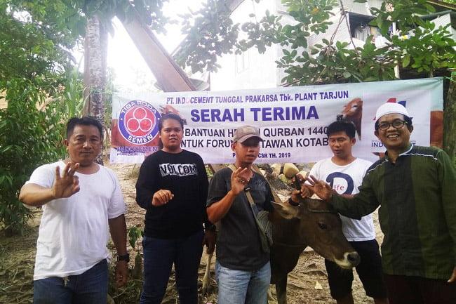PT Indocement Serahkan Sapi Untuk Wartawan Kotabaru
