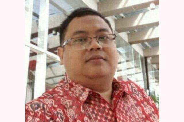 Pendukung Pak Jokowi Kupingnya Tipis. Sebuah Opini Pradipa Yoedhanegara