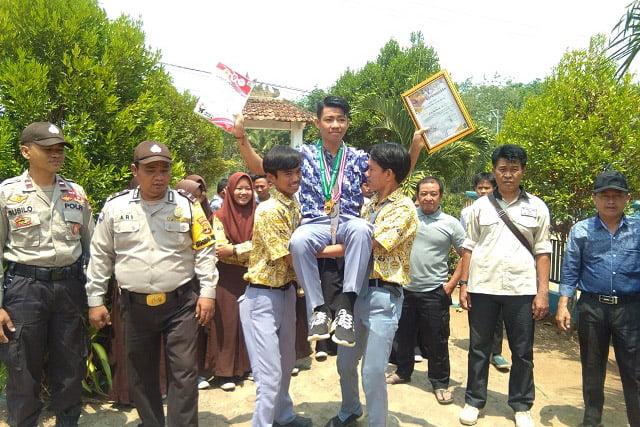 Gigih Satria Raih Medali Emas, Diarak Keliling ke SMAN 1 Abung Timur