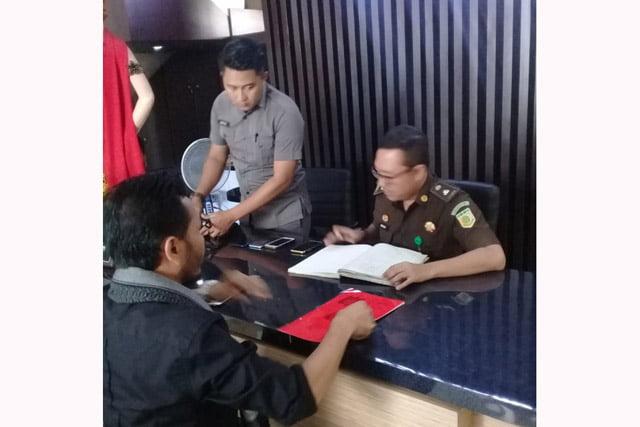 Murai Ahmad, Kades Gumirih Terpilih Dilaporkan ke Kejari Banyuwangi