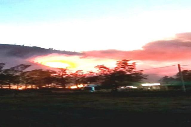 Gunung Ranti Terbakar Hebat, Diduga 4 Wisatawan Terjebak